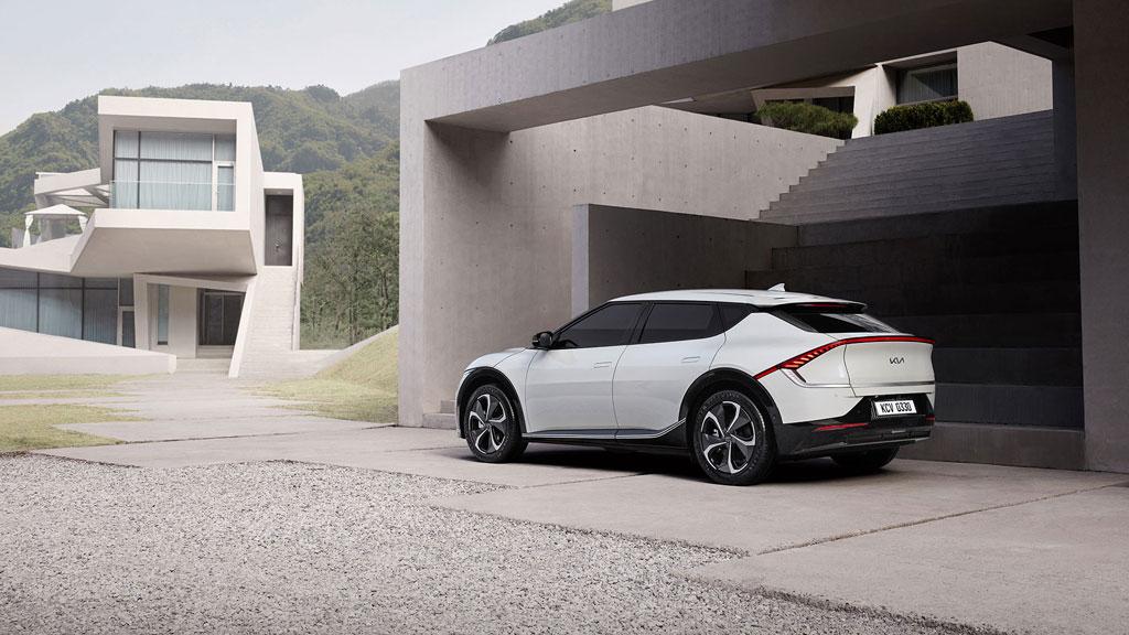 naujasis kia ev6 futuristinis automobilis